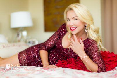 Anne Danes - Photos - Glamour Singer
