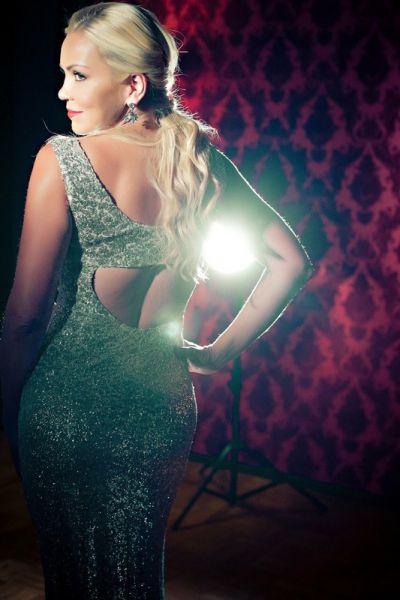 Anne Danes - Photos - Sexy Back Dress
