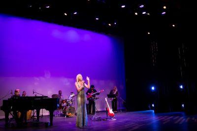 Anne Danes - Photos - Singing In Elegant Dress