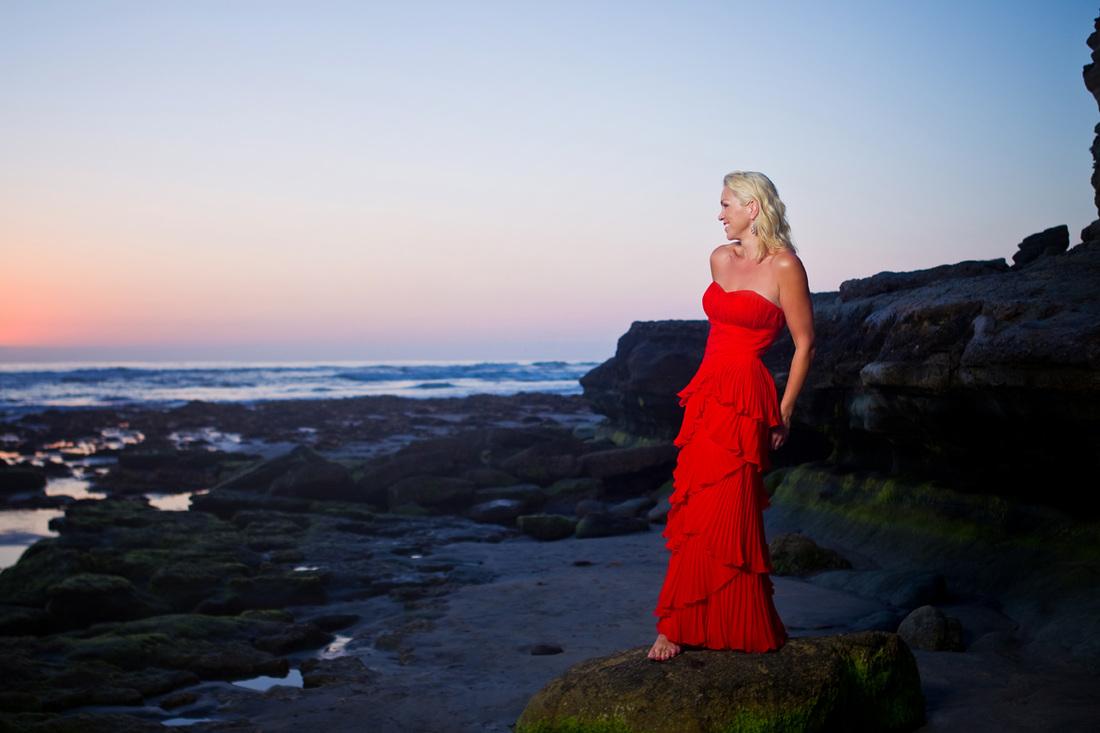 Anne-Danes-Photos-Portrait-On-The-Beach