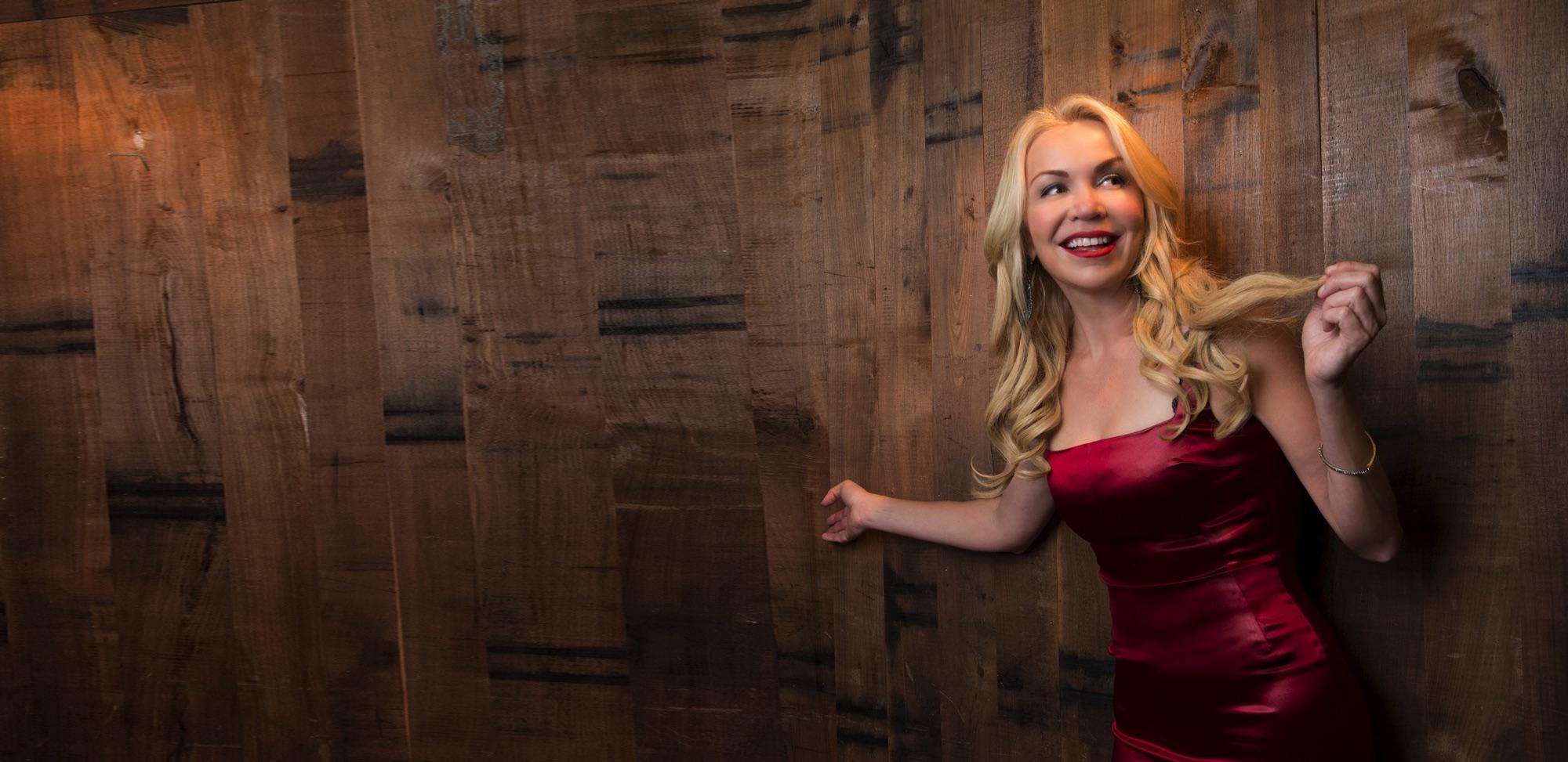 Anna-Danes-Wood-Wall-Marilyn-Room-Stretch2